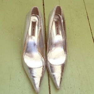 Steve Madden Darring silver pointed toe pumps. 9.5